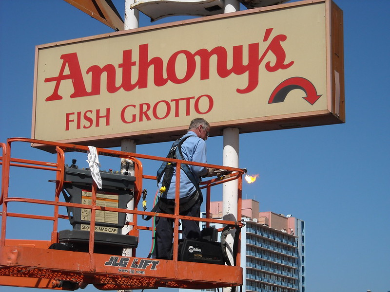 Historic San Diego Sign Leaves Bayfront for New Home