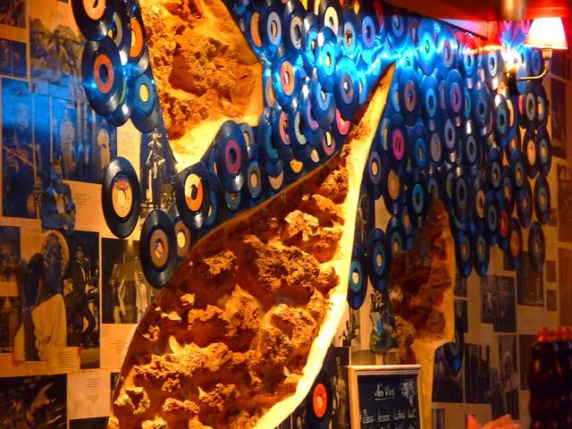 D coration base de vieilles disques en vinyle d 39 un restaurant paris 1 - Decoration disque vinyle ...
