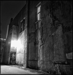 alley_wall_window