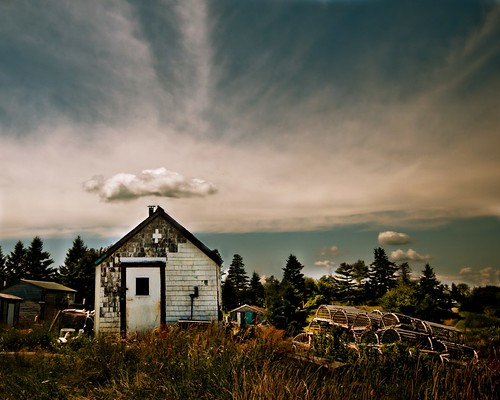 blue rocks shed and cloud