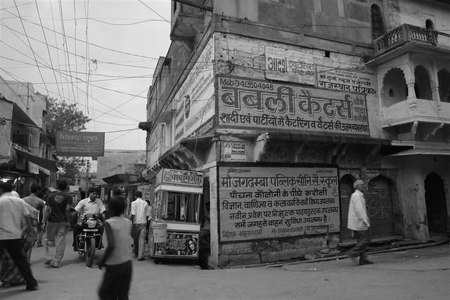 Las calles de Karauli es bulliciosas, cargadas, sucias ...  Karauli, el día que me convertí en un Maharajá en la India - 4172568510 4fa627602f z - Karauli, el día que me convertí en un Maharajá en la India