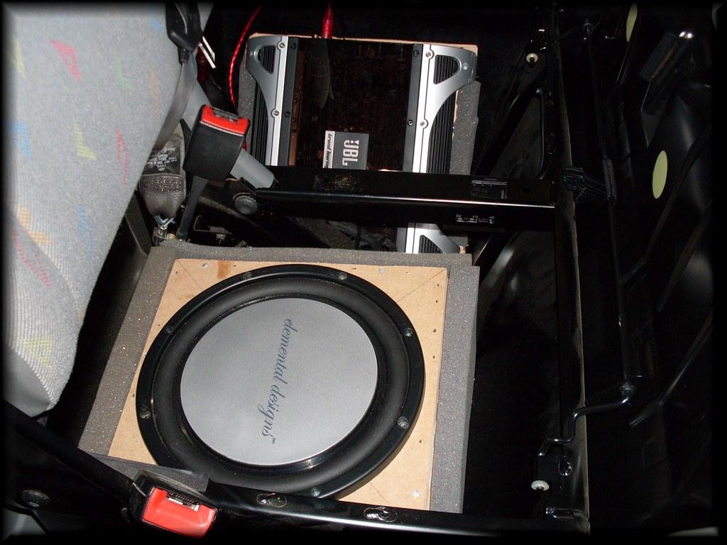 Subwoofer/Amp combo under passanger double seat? - VW T4