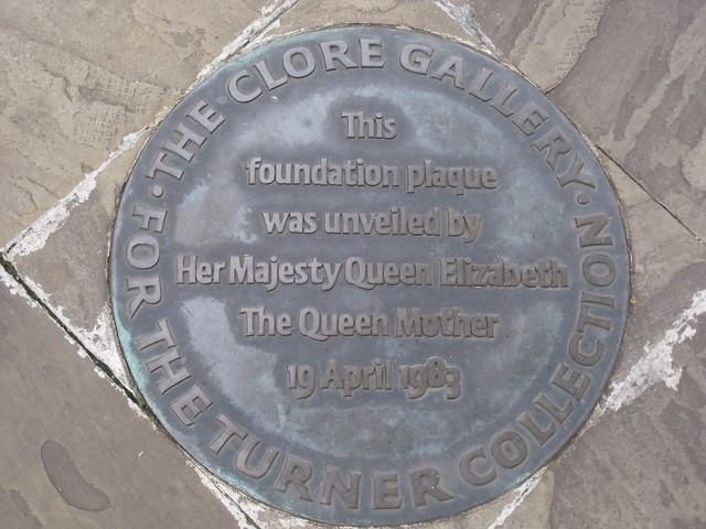 The Clore Gallery bronze plaque - The Clore Gallery  For the Turner Collection  This foundation plaque was unveiled by  Her Majesty Queen Elizabeth   The Queen Mother  19th April 1983