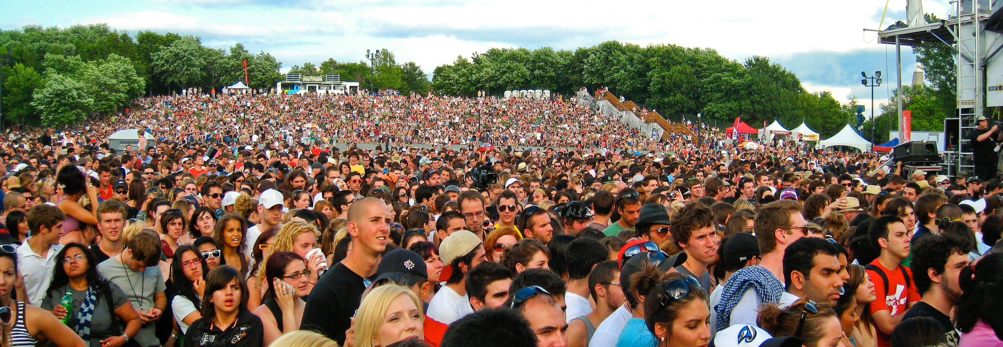 Concert Crowd (Osheaga 2009) - 30000 waiting for Coldplay ...