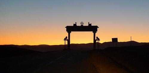 city dawn town gate arch sonnenuntergang arc entrance ciudad mongolia stadt dämmerung tor grad arco ville citta ciutat mongol mongolie miasto mongolei abenddämmerung zachod mesto tsetserleg arkhangai gorod монгол монголулс mongolya miesto mongoluls cecerleg монголия архангай mogolistan archangaj zezerleg цецерлег