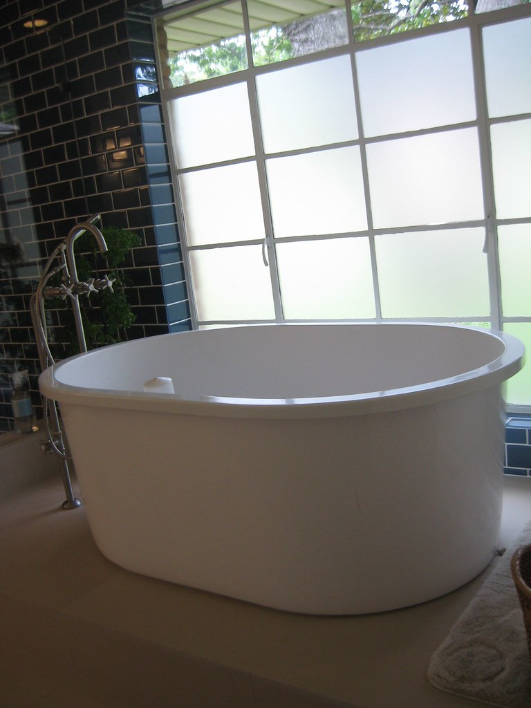 freestanding soaking tub for two.  60 Inch tub with LOTS of legroom
