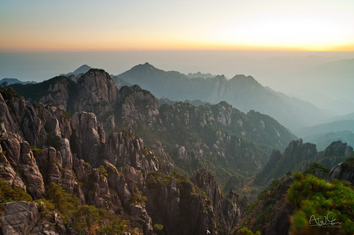 china travel mountain sunrise dawn nikon hiking unesco worldheritagesite fx 黄山 huangshan carlzeiss 日出 黃山 安徽省 carlzeisslens 光明頂 nikond3 distagon2128zf carlzeissdistagont2821 carlzeissdistagont2821zf