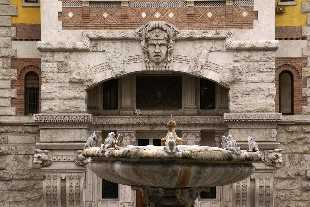 Rom, Quartiere Coppedè, Palazzo del Ragno und Fontana delle Rane (Coppedè-Viertel, Palast der Spinne und Fröschebrunnen/Coppedè Quarter, Palace of the Spider and Frogs Fountain)
