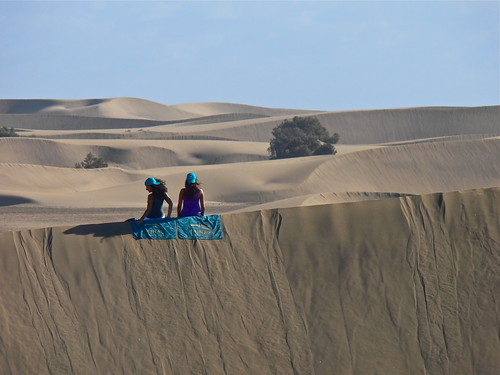 """Dunas Girls"" sitting on top of Dunes of Maspalomas - south of Gran Canaria"