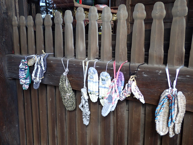 Photo:#1283 straw sandals (草鞋) on gate pickets By Nemo's great uncle