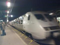 bullet train(1.0), tgv(1.0), high-speed rail(1.0), passenger(1.0), vehicle(1.0), train(1.0), transport(1.0), rail transport(1.0), public transport(1.0),