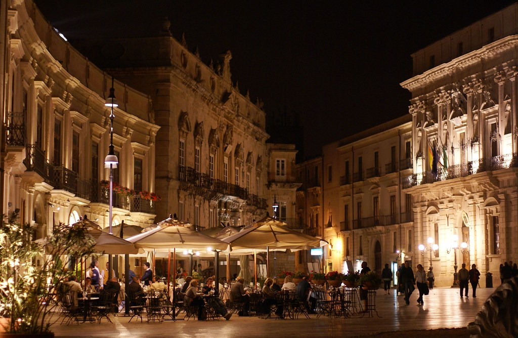 Outstanding baroque towns of the val di noto south for Hotel siracusa centro storico