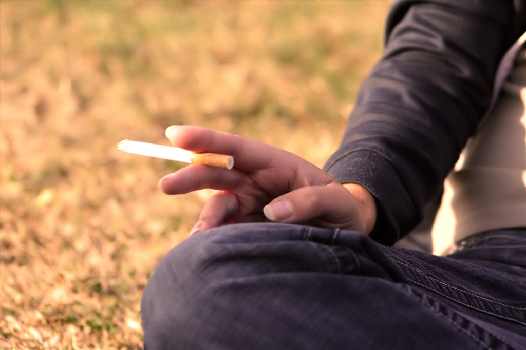 Fumo, scacco delle sigarette fatte a mano su quelle elettroniche