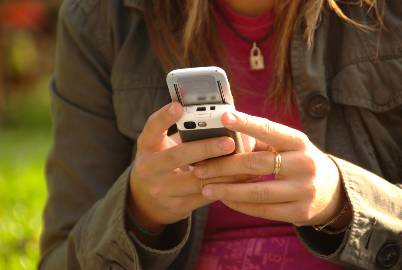 Telefoni cellulari, nel dubbio meglio tenerli a distanza