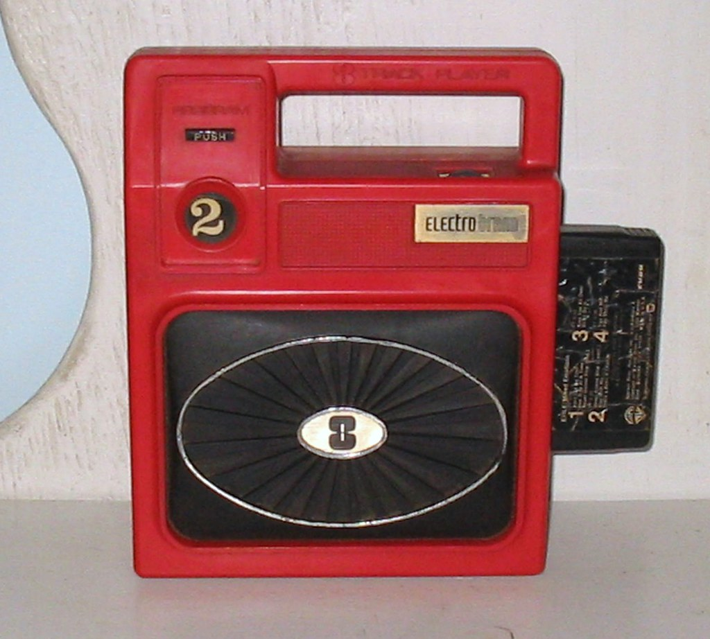 PORTABLE 8 TRACK PLAYER | Bold red & vintage! Portable 8 tra… | Flickr