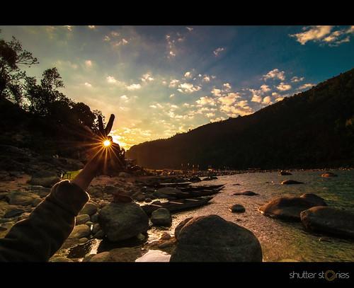 india northeastindia asia meghalaya dawki shnongpdeng sunrise river camping boulders bluesky clouds clearwater photojournal landscape nature sunrays sunraystars pinhole beautiful peaceful serene