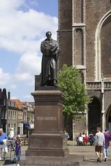 Standbeeld van Hugo de Groot