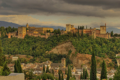 Vista de la Alhambra desde el mirador de San Nicolas / View of the Alhambra from the
