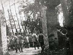 2éme bataille de la Marne - Contre-Offensive  de 1918 - Réunion d'officiers avec Général Gaucher (photo VestPocket Kodak Marius Vasse 1891-1987)