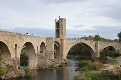devil's bridge(0.0), ancient history(0.0), ruins(0.0), fortification(0.0), arch(1.0), aqueduct(1.0), tourism(1.0), river(1.0), landmark(1.0), arch bridge(1.0), viaduct(1.0), waterway(1.0), bridge(1.0),
