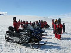sled(0.0), auto racing(1.0), racing(1.0), winter sport(1.0), winter(1.0), vehicle(1.0), sports(1.0), snow(1.0), snowmobile(1.0), land vehicle(1.0),
