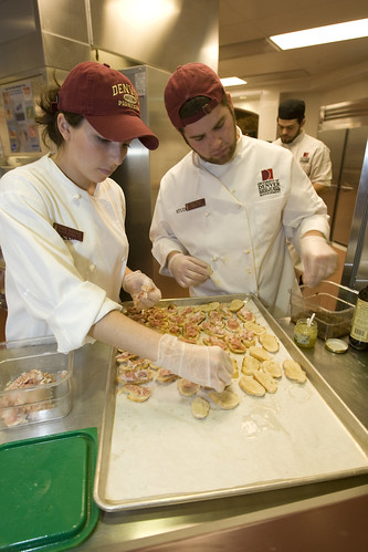 TAFE in Queensland (QLD) - Students preparing food