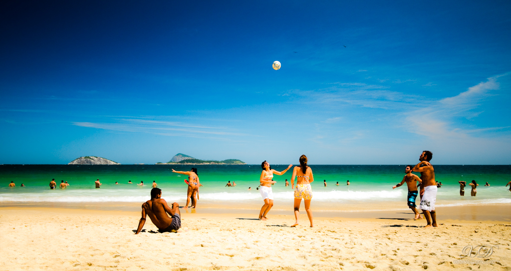 A sunny saturday on Ipanema Beach