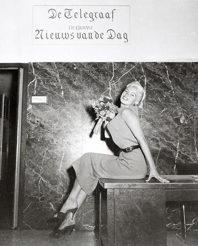 10-10-1957_14731_01a Jayne Mansfield