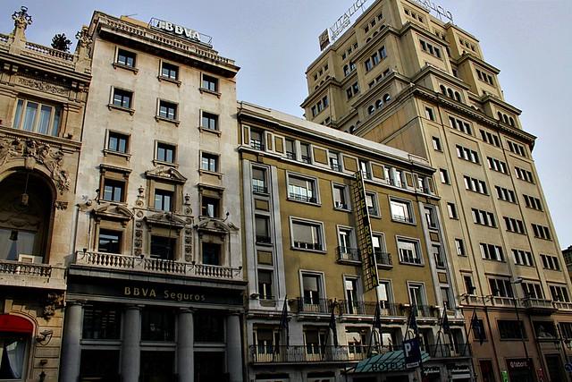 Edificios Bbva N 17 Hotel Regina N 19 Y Banco Vitalicio