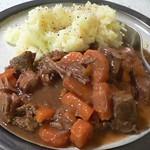 Rinder- und Stout-Eintopf mit Kartoffel-Pastinaken-Püree