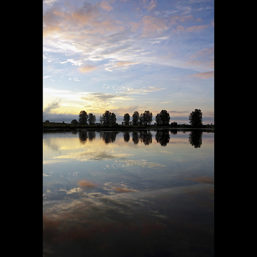 reflection river landscape dawn britishcolumbia calm 5050 tranquil pittmeadows alouetteriver canonef1740mmf40lusm kvdl