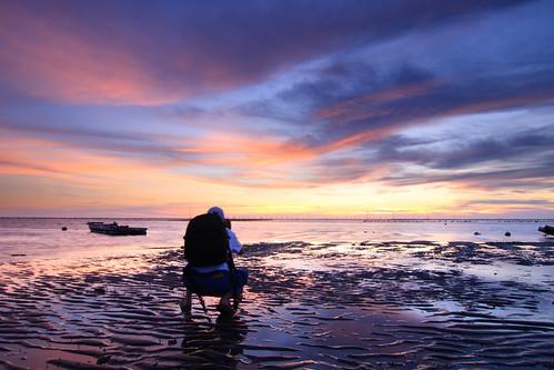 sunset reflection beach clouds coast boat sand photographer taiwan 夕陽 台灣 彰化 船 changhua 漁港 海邊 沙灘 海水 肉粽角 彰濱工業區