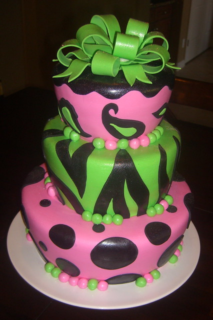 Green Zebra Cake http://www.flickr.com/photos/designercakesbyapril/4131372943/