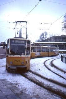 софия Sofia Hladilnika turning loop, route 9 to Nadezhda.  Tatra T6A2 trams 2023 and 2004  Jan 1995