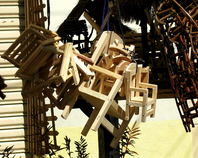 Sillas de madera para el ni o dios en el mercado central for Sillas para nino dios