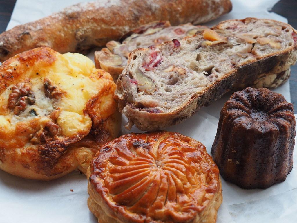 Bakery aoitoriのパン各種