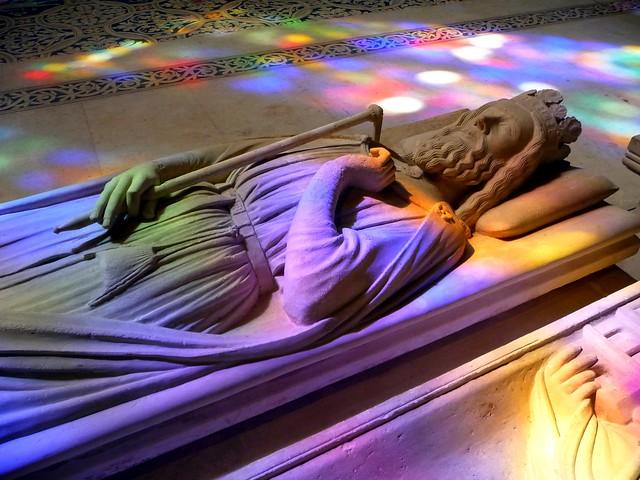 Basilique St Denis , gisant de Clovis.