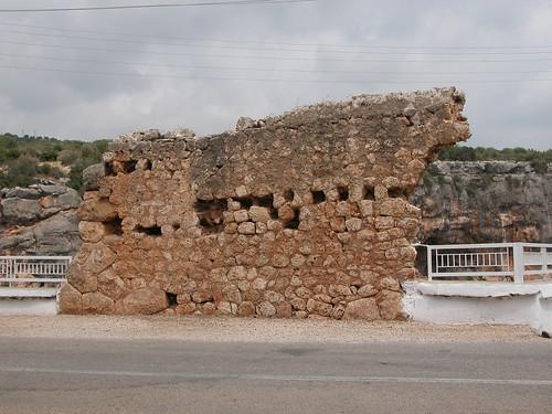 Mur surplombant le gouffre