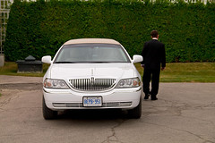 compact car(0.0), automobile(1.0), automotive exterior(1.0), lincoln motor company(1.0), executive car(1.0), vehicle(1.0), full-size car(1.0), land vehicle(1.0), luxury vehicle(1.0), limousine(1.0),