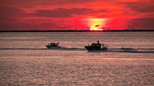 bridge sunset sun boats bay tunnel chesapeake patrol hamptonroads bloodred tidewater gunboat cbbt skynoir bybilldickinsonskynoircom