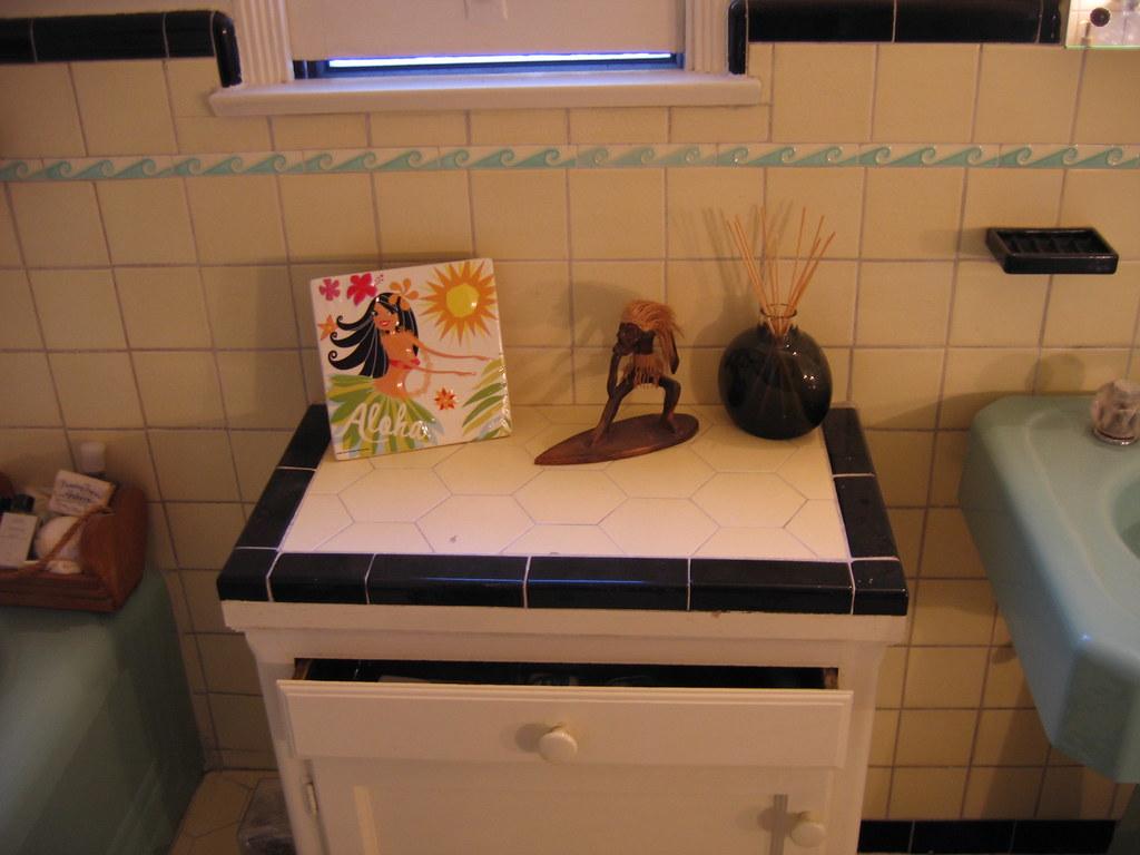 09 28   Aloha Bathroom (271 365)