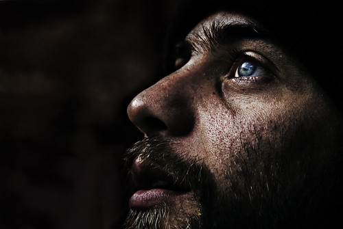 [フリー画像素材] 人物, 男性, ボディーパーツ - 顔, 人物 - 見上げる ID:201303281800
