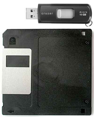 Flash_Drive_v._Floppy