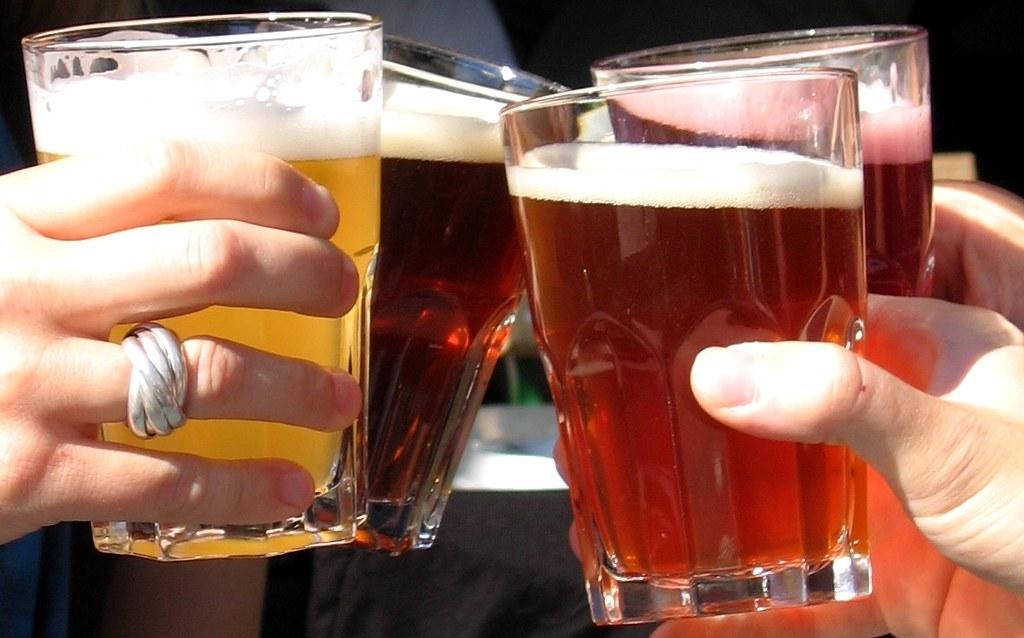 Toasting with beers©O.van de Kerchove_ BITC