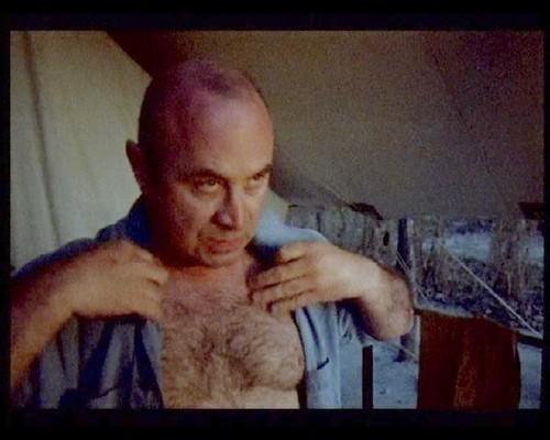 bob-hoskins-goliy-foto