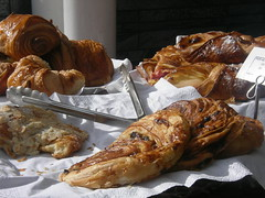 produce(0.0), meal(1.0), baking(1.0), baked goods(1.0), bakery(1.0), food(1.0), viennoiserie(1.0), dish(1.0), dessert(1.0), danish pastry(1.0), croissant(1.0),