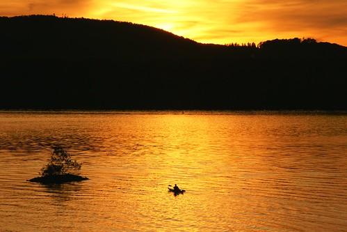 sunset ny nature water silhouette river landscape island golden kayak waves sony hills explore valley hudson ripples alpha dslr paddling soe 113 staatsburg paddler a700 supershot anawesomeshot awsmshinvthr