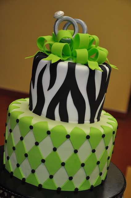 Green Zebra Cake http://www.flickr.com/photos/designercakesbyapril/4132091880/