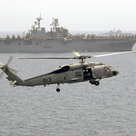 Aircraft_Helicopter_SH-60_Seahawk_with_amphibious_assault_ship_USS_Iwo_Jima_alongside