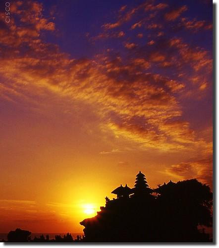 "sunset bali indonesia temple tramonto cisco uluwatu tanahlot photographia thesuperbmasterpiece ""photographia"" saariysqualitypictures"